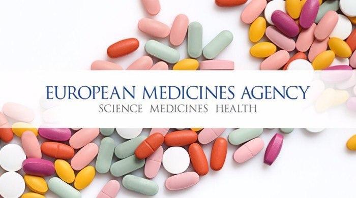 L'Agenzia europea per i medicinali (Ema), di concerto con l'industria farmaceutica e gli Stati membri dell'Ue, ha lanciato un sistema potenziato di monitoraggio rapido per contribuire a prevenire e attenuare i problemi legati alla fornitura di importanti medicinali utilizzati per il trattamento dei pazienti affetti da Covid-19. In base a questo sistema, ogni azienda farmaceutica nominerà un punto di contatto unico (industry single point of contact, i-Spoc) che avrà il compito di riferire all'Ema e alle autorità nazionali competenti tutte le carenze attuali e previste dei medicinali utilizzati per i pazienti affetti da Covid-19, sia per quanto riguarda i medicinali autorizzati a livello centralizzato che quelli autorizzati a livello nazionale. Il nuovo meccanismo consentirà una migliore supervisione delle problematiche in atto legate all'approvvigionamento e garantirà un flusso di informazioni più rapido tra le autorità regolatorie dell'Ue e l'industria farmaceutica, al fine di mitigare e prevenire le carenze dei medicinali usati durante l'emergenza sanitaria da Covid-19. Il sistema è stato messo a punto dal Gruppo direttivo esecutivo dell'Ue sulle carenze di medicinali provocate da eventi importanti, che assicura una guida strategica per un'azione urgente e coordinata sulle carenze all'interno dell'Unione durante la pandemia da Covid-19. L'Ema coordinerà le informazioni ricevute dalle aziende farmaceutiche riguardo alle carenze nell'approvvigionamento e le condividerà con il Gruppo direttivo esecutivo dell'Ue, che deciderà le azioni coordinate da intraprendere a livello di Unione europea per affrontare nel modo più efficace dette carenze.